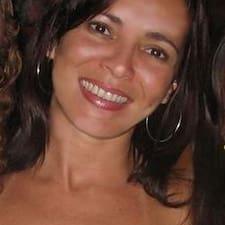Ana Luiza est l'hôte.