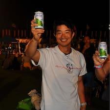 Takashi es el anfitrión.