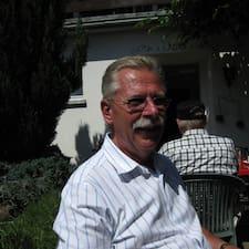 Hans-Jochen — хозяин.
