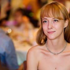 Liudmila est l'hôte.