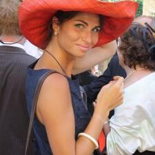 Raphaëlle è l'host.