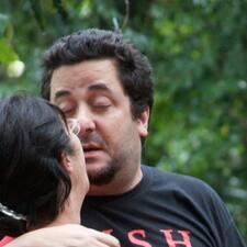 João E Maria es el anfitrión.