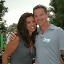 Nona & Scott è l'host.