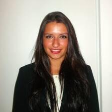 Ana Rita è l'host.