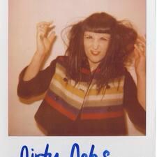 โพรไฟล์ผู้ใช้ Debbie