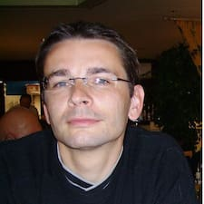 Frédéric es el anfitrión.