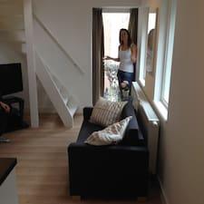 Eva是房东。