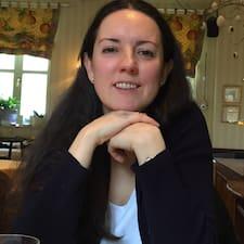Christine es el anfitrión.