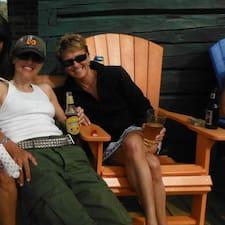 Linda (Mom) And Katrina (Daughter) ist der Gastgeber.
