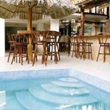 Pochomil Beach House est l'hôte.