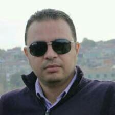 Mahmoud es el anfitrión.