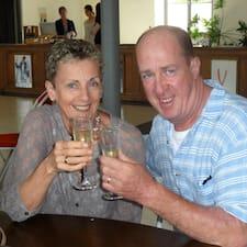 โพรไฟล์ผู้ใช้ Chris And Helen