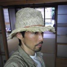 Takayuki es el anfitrión.