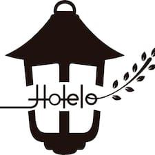 Hotelo est l'hôte.