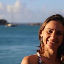 Marina ist der Gastgeber.
