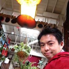 Hiroki es el anfitrión.