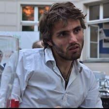 Mickaël es el anfitrión.