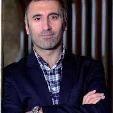 Murat è l'host.