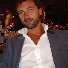 Raffaele är en värd.