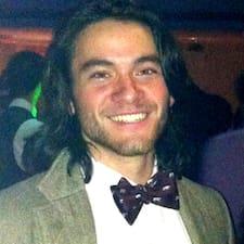 Julian felhasználói profilja