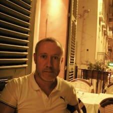 Josep jest gospodarzem.