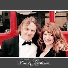 Tim &  Catherine — хозяин.