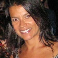 Ana Carla ist der Gastgeber.