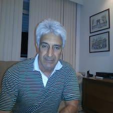Mario Foscolo — хозяин.