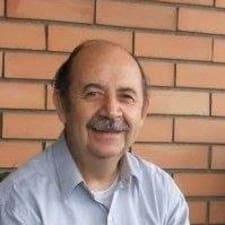 José Pablo is the host.