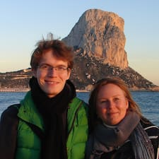 Angela & Sergey est l'hôte.