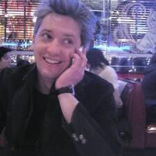 Michael è l'host.