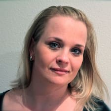 Sigríður est l'hôte.