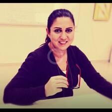 Ayşe Derya est l'hôte.
