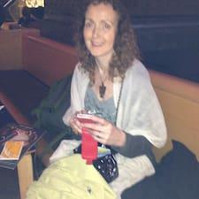 Pat es el anfitrión.