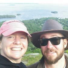 โพรไฟล์ผู้ใช้ Caitlin & Andrew