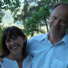 Joanne And Jim ist der Gastgeber.