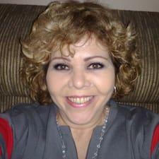 Claudia Vasconcellos ist der Gastgeber.