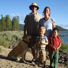 Mark, Stephanie And Family คือเจ้าของที่พัก