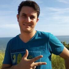 Rafael è l'host.