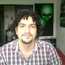 Ahmed es el anfitrión.