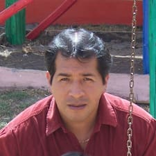 Javier  Victor est l'hôte.