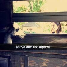Maya je domaćin.