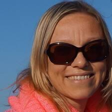โพรไฟล์ผู้ใช้ Caroline