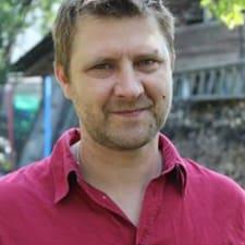 Aleksandrs Andrejs es el anfitrión.