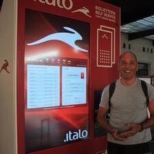 Italo Giovanni es el anfitrión.