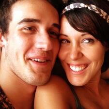 โพรไฟล์ผู้ใช้ Josh And  Isabel