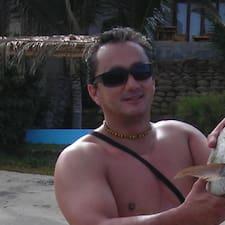 Juan Fernando est l'hôte.