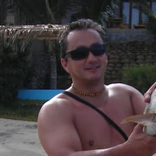 Juan Fernando is the host.
