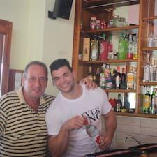 Dimitris ist der Gastgeber.