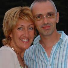Yves & Sandra es el anfitrión.